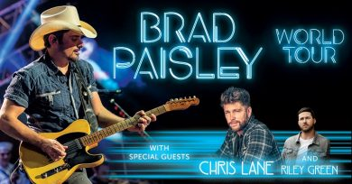 Brad Paisley @ Ruoff Home Mortgage Music Center
