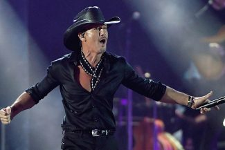 Tim McGraw with Midland and Ingrid Andress @ Ruoff Home Mortgage Music Center
