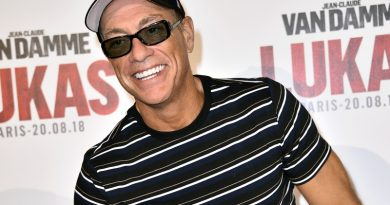 Jean-Claude Van Damme Accidentally Distracts Crowd During Robbery