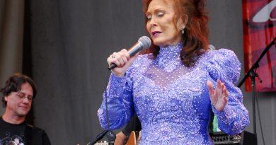 Loretta Lynn's Flood Relief Concert Raises Nearly $1 Million